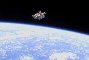 Astronauta flotando